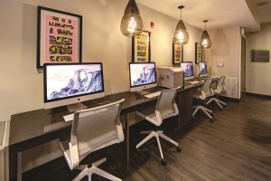 Students at 2125 Franklin have access to a state-of-the-art computer lab.[photo:Johnny Stevens Photography]